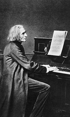 Old image of Liszt performing
